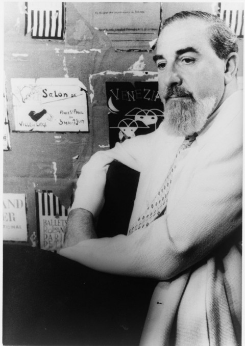 Black and white photo of Al Hirschfeld
